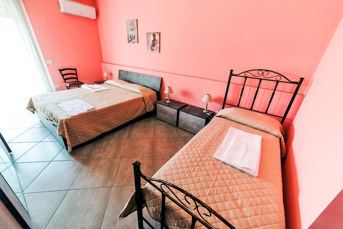 Camera Tripla - Arancio